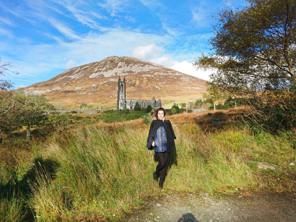 Dunlewey Church et le Mont Errigal derrière, Irlande, Donegal