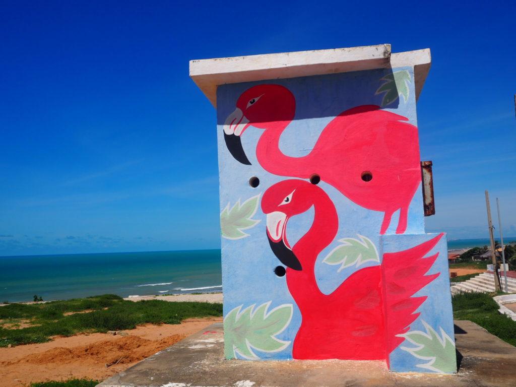Plage de Canoa Quebrada, Brésil. Street art Flamants roses