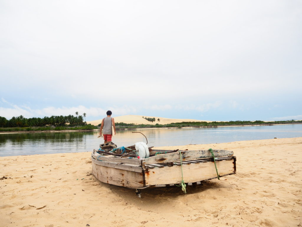 Promenade dans les dunes et bateau, Jericoacoara, Ceara, Brésil