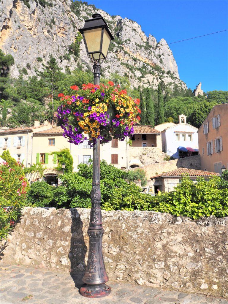 Le Vlilage de Moustiers-Sainte-Marie.Parc Naturel Régional du Verdon Alpes de Haute-Provence. Clioandco blog
