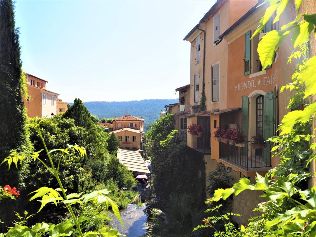 Vlilage de Moustiers-Sainte-Marie. Parc Naturel Régional du Verdon Alpes de Haute-Provence