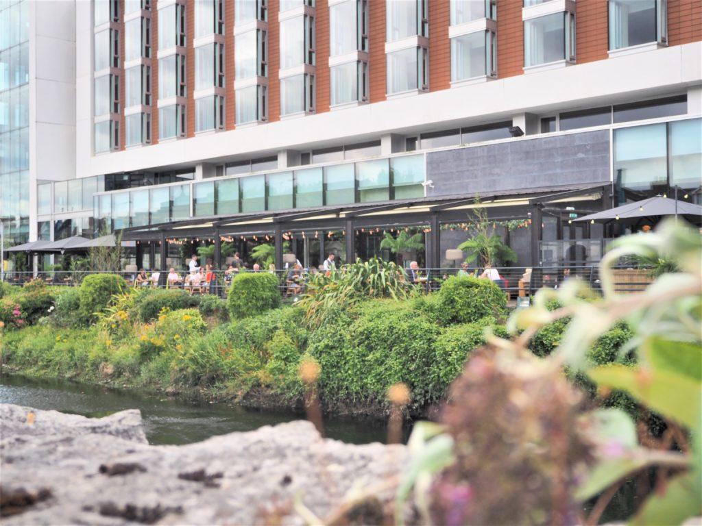 Mes bonnes adresses à Cork. Devanture du River Lee Hotel, Cork irlande clioandco