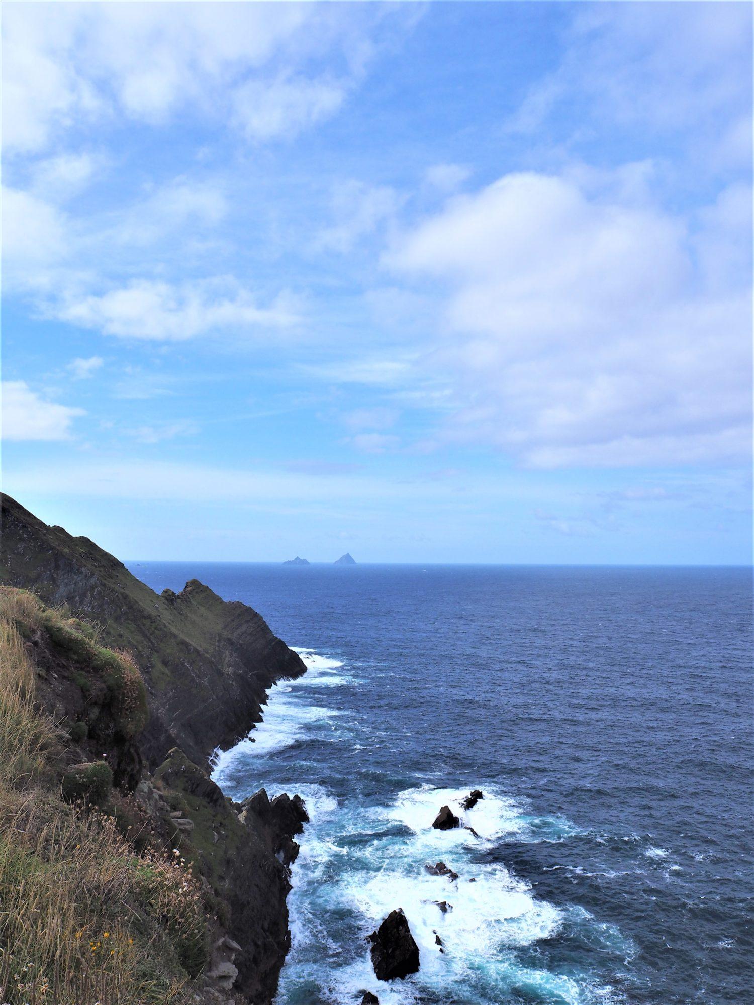vue depuis les falaises du Ring of Kerry Irlande skellig