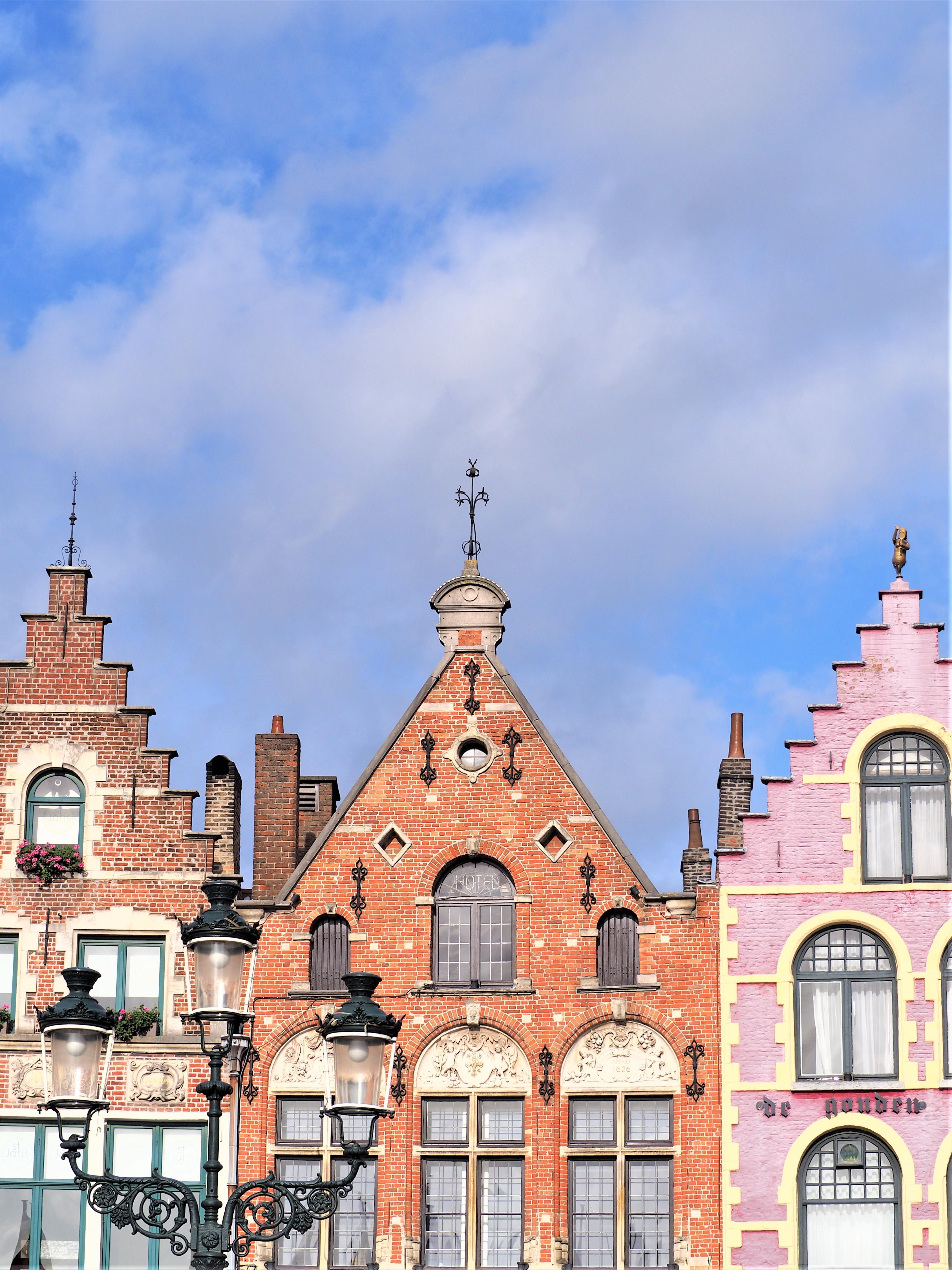 Bruges-Belgique-Blog-voyage-Clioandco-Eglise-Sainte-Walburge-de-Bruges-couleurs automne