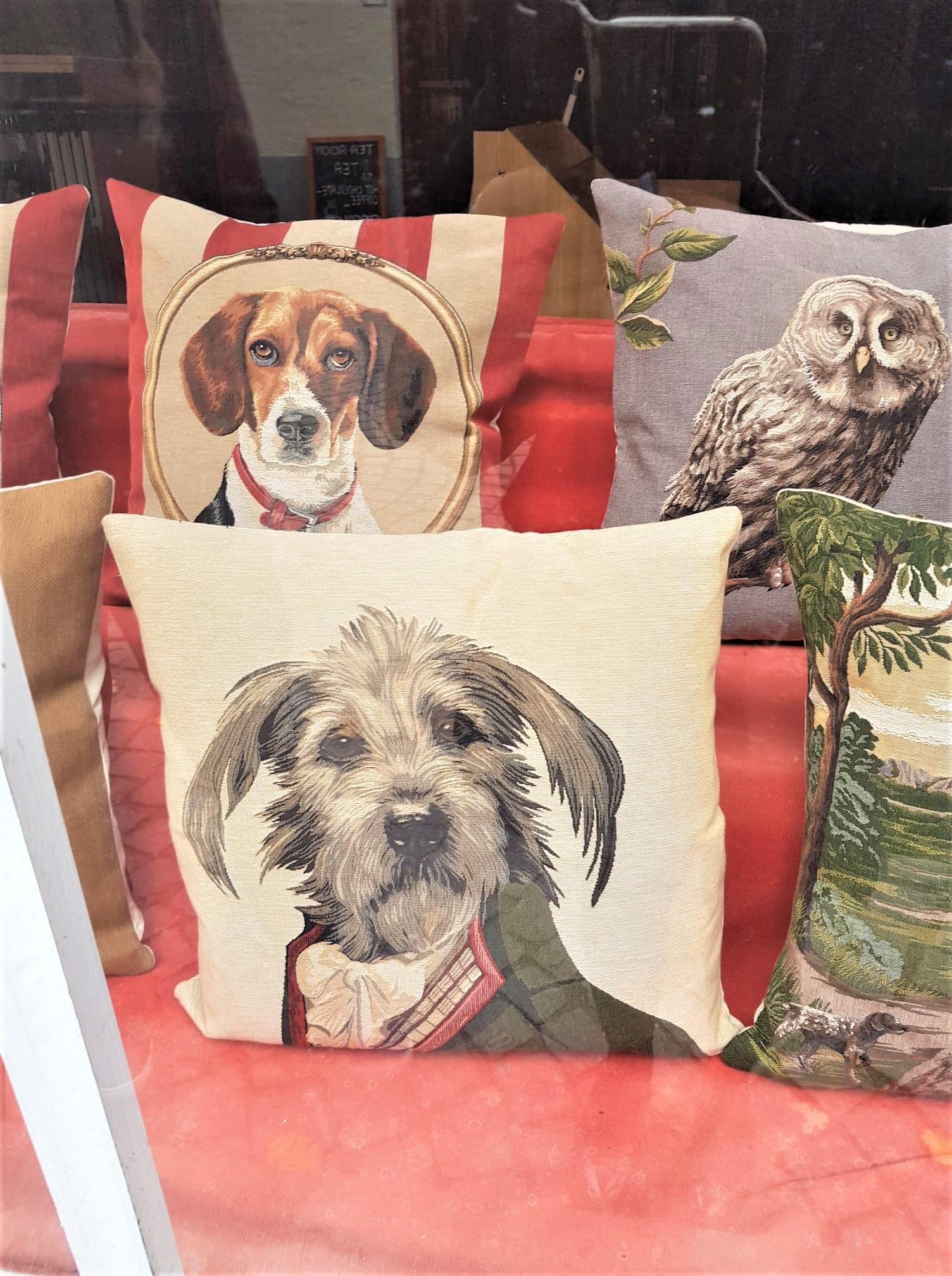 Cadeaux-tapisserie-coussin-clioandco-blog-voyage-bruges-belgique
