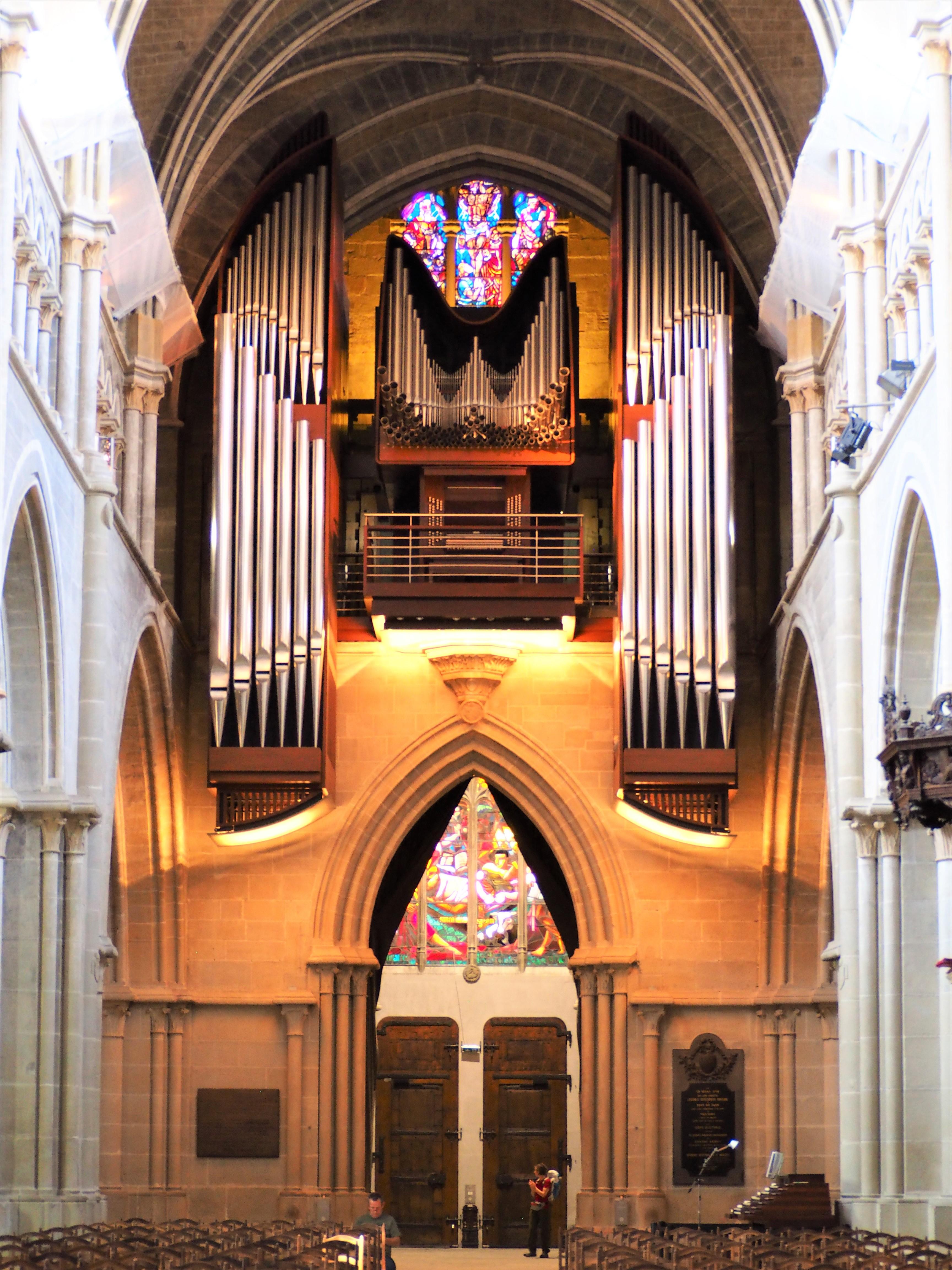 intérieur de la cathédrale de lausanne suisse clioandco