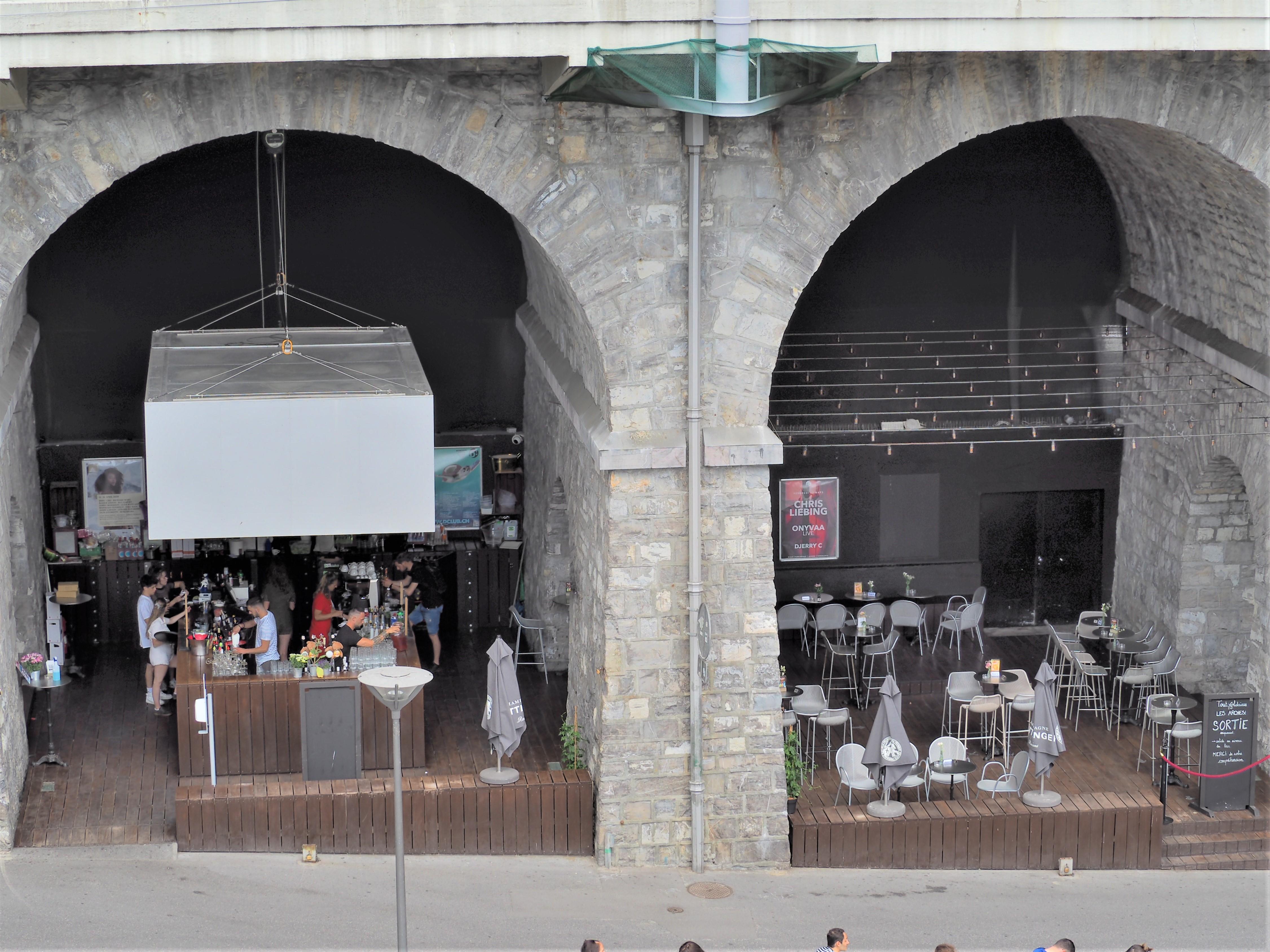 quartier du flon bar Lausanne Suisse voyage clioandco