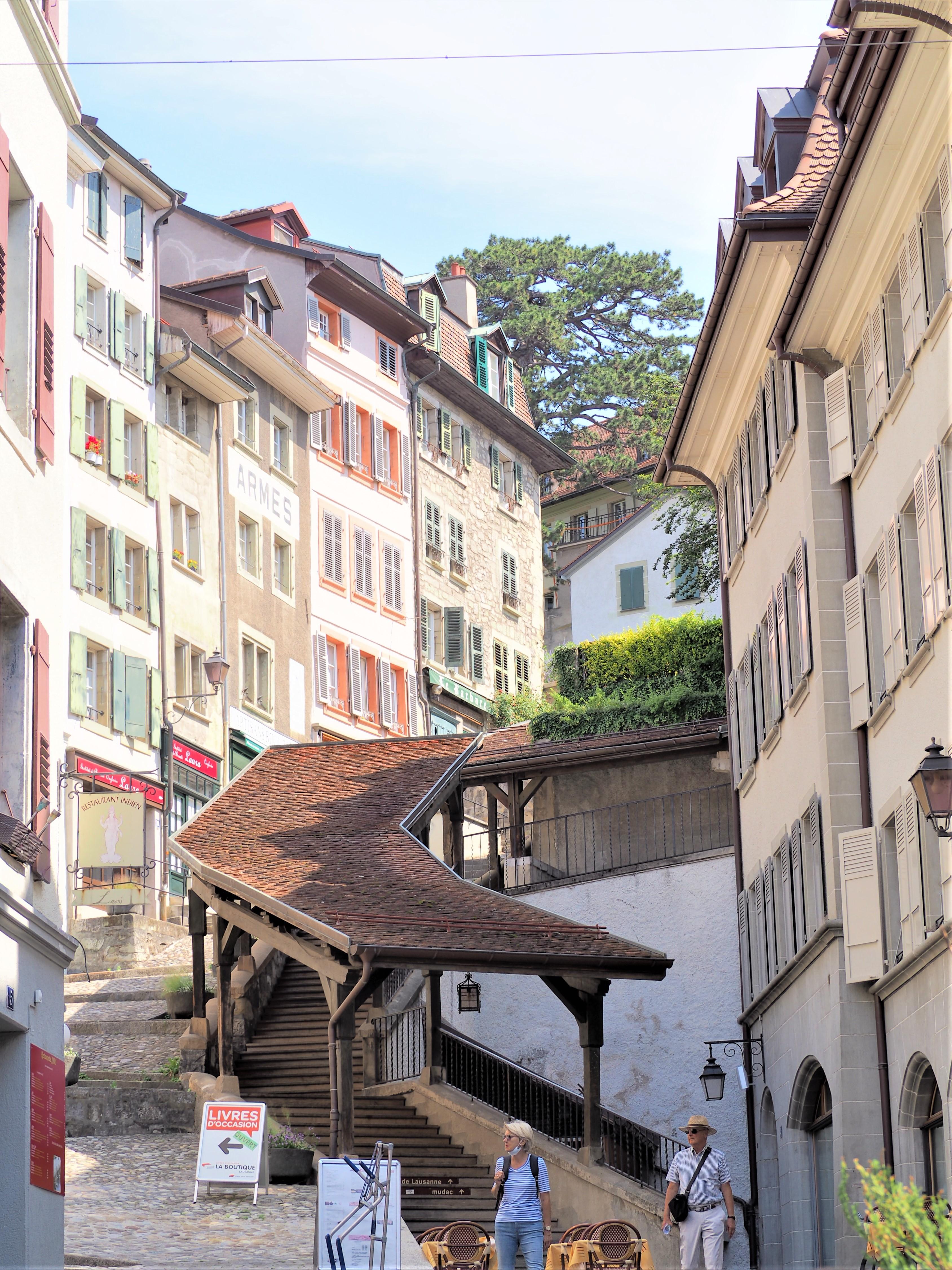 En automne La cité Lausanne vieille ville clioandco blog voyage