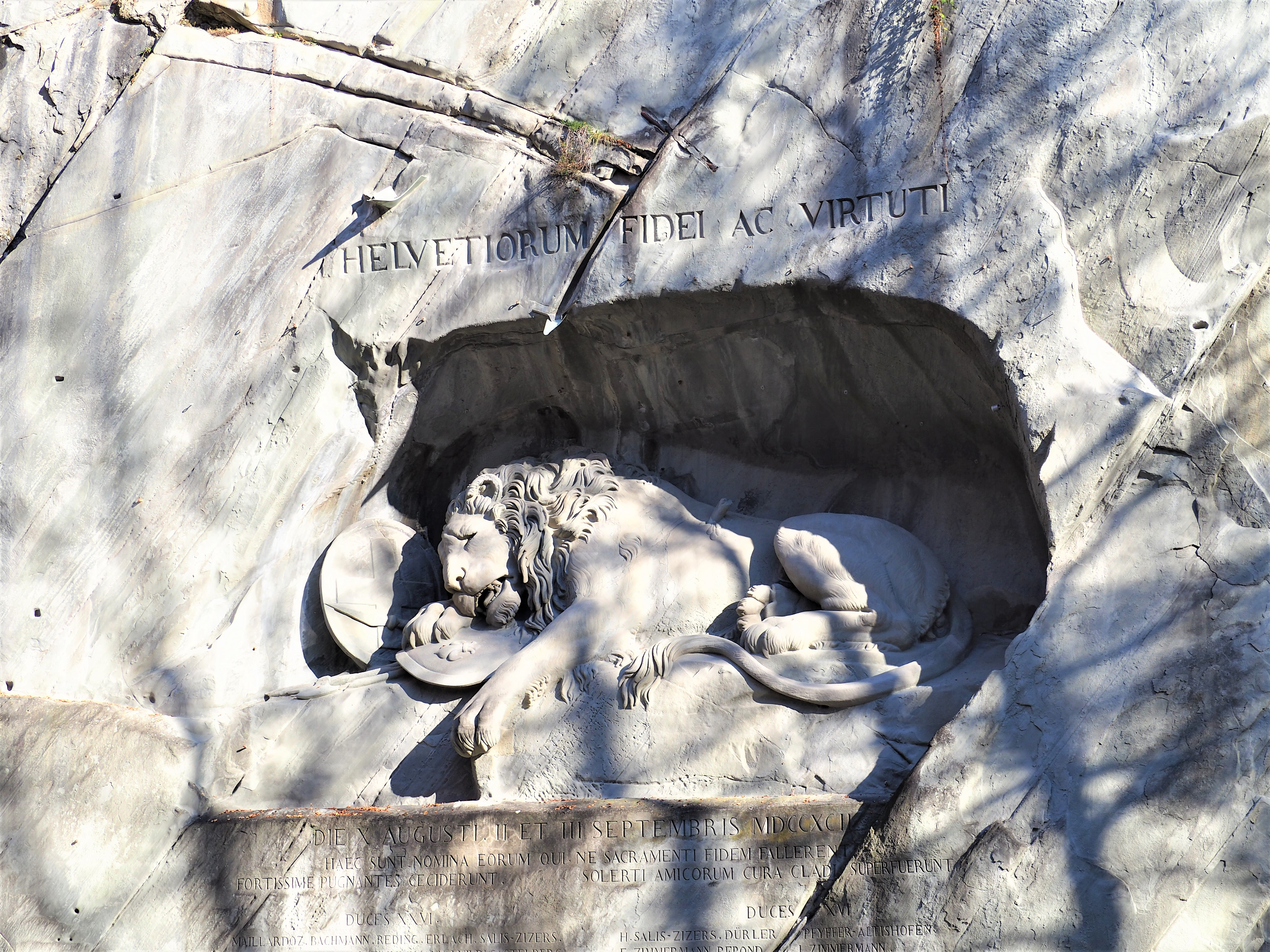 Monument-du-Lion-Lucerne-clioandco-blog-voyage-suisse-visiter.