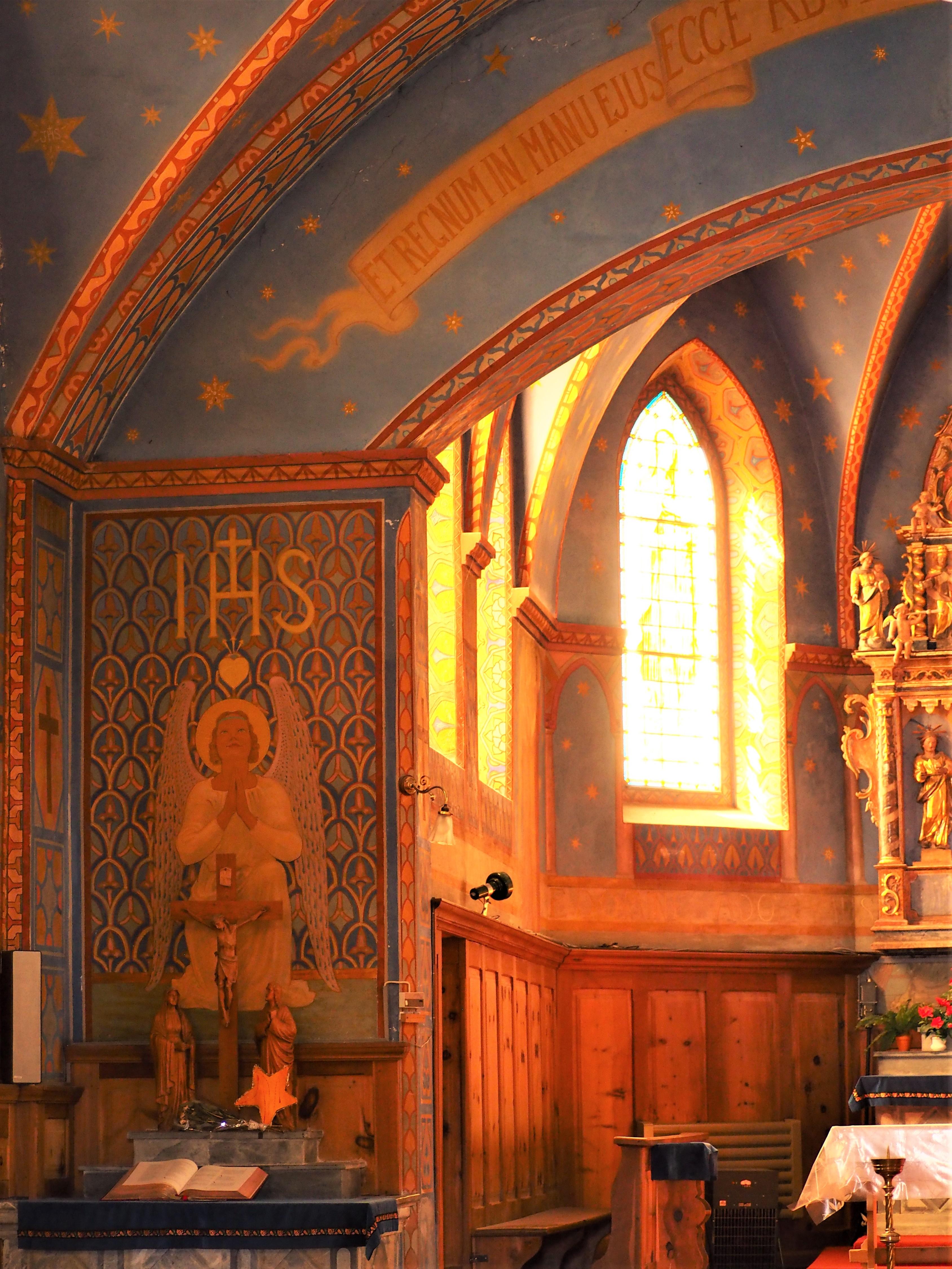 Intérieur de la Chapelle Les Haudères Suisse Valais