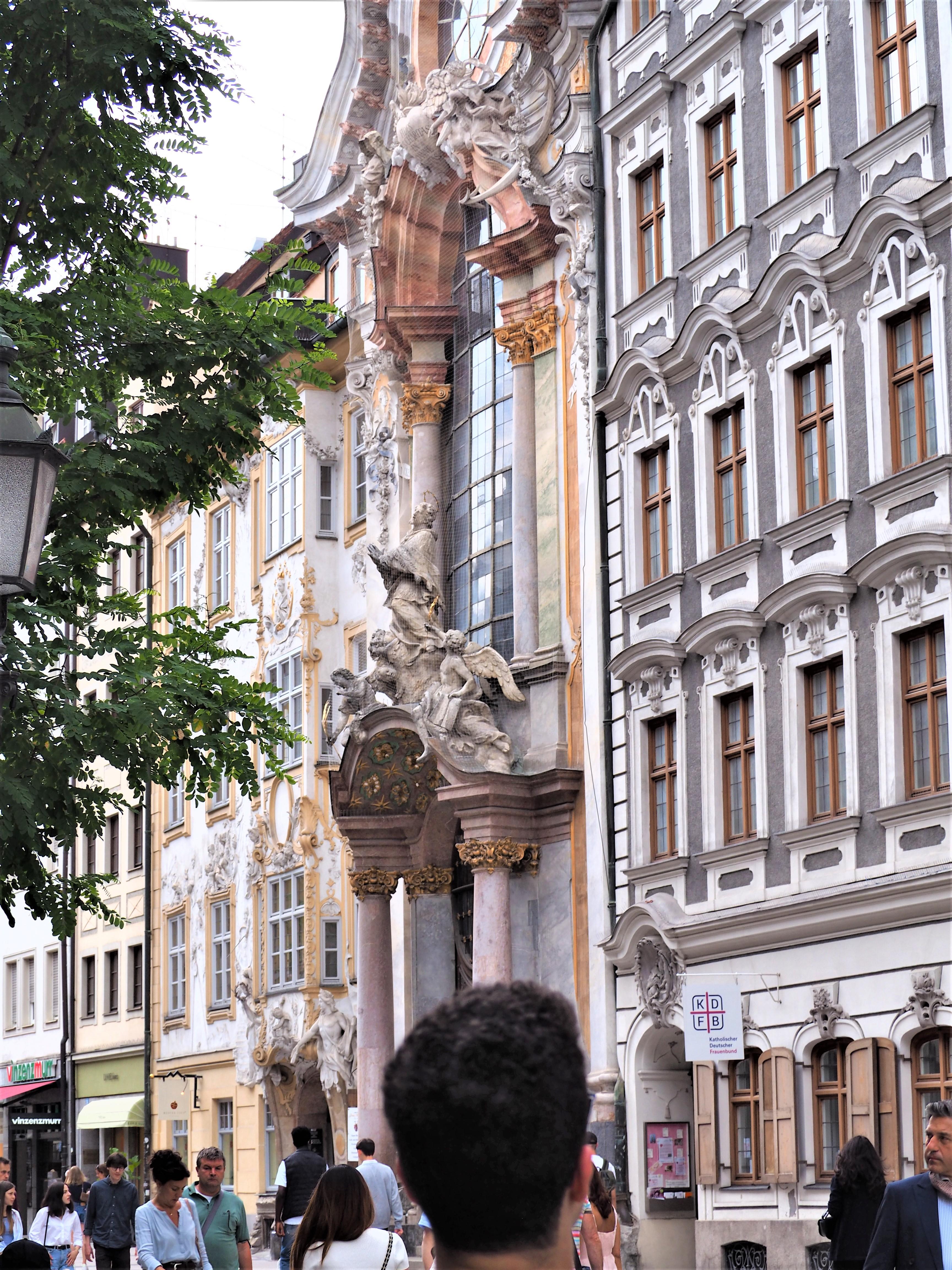 Munich-baviere-asamkirche-style-rococo-exterieur.j