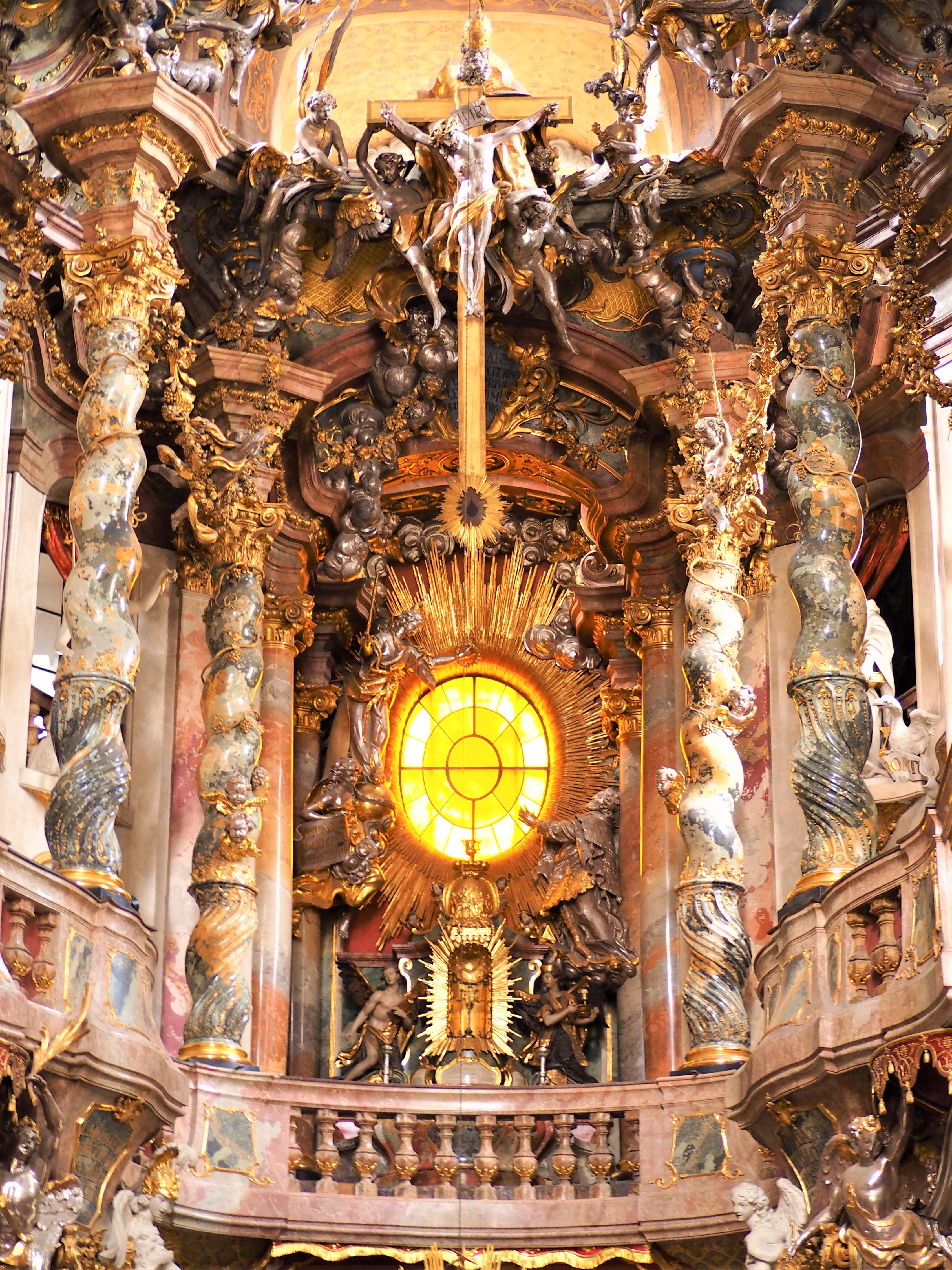 Munich-baviere-asamkirche-style-rococo-interieur