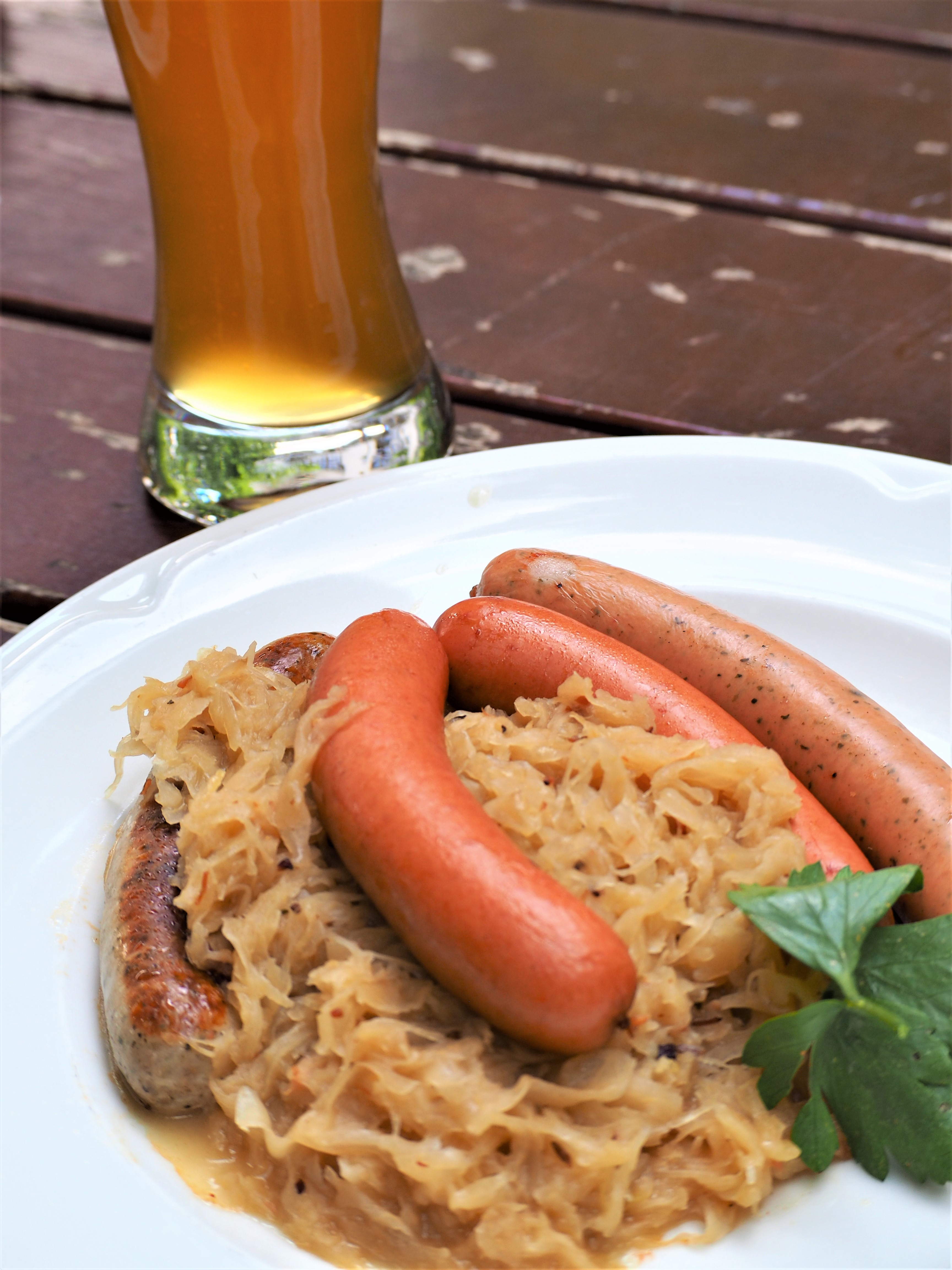 brasserie-Hofbrauhaus-biergarten-munich-saucisse.