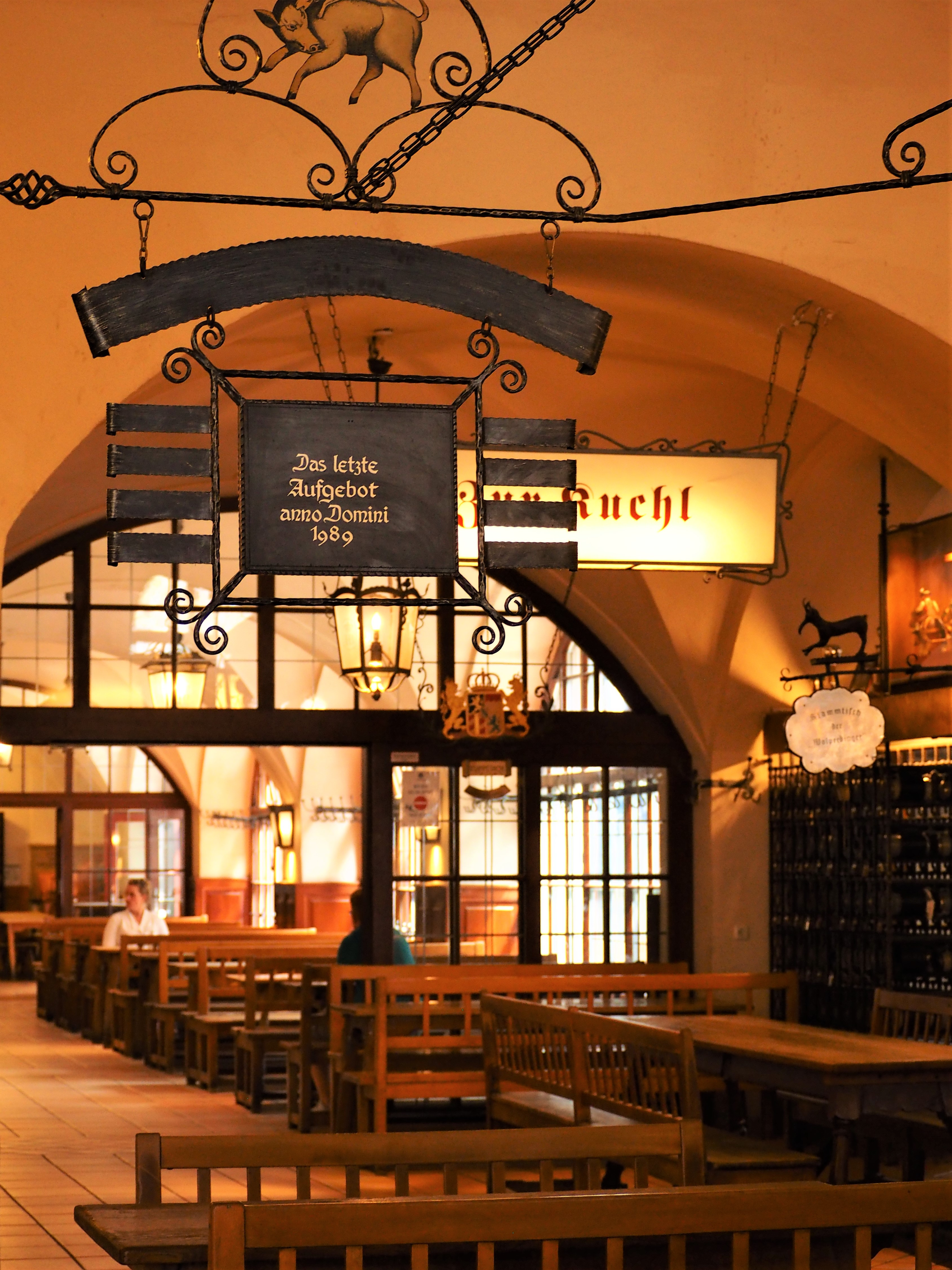 interieur-de-brasserie-Hofbrauhaus-biergarten-munich