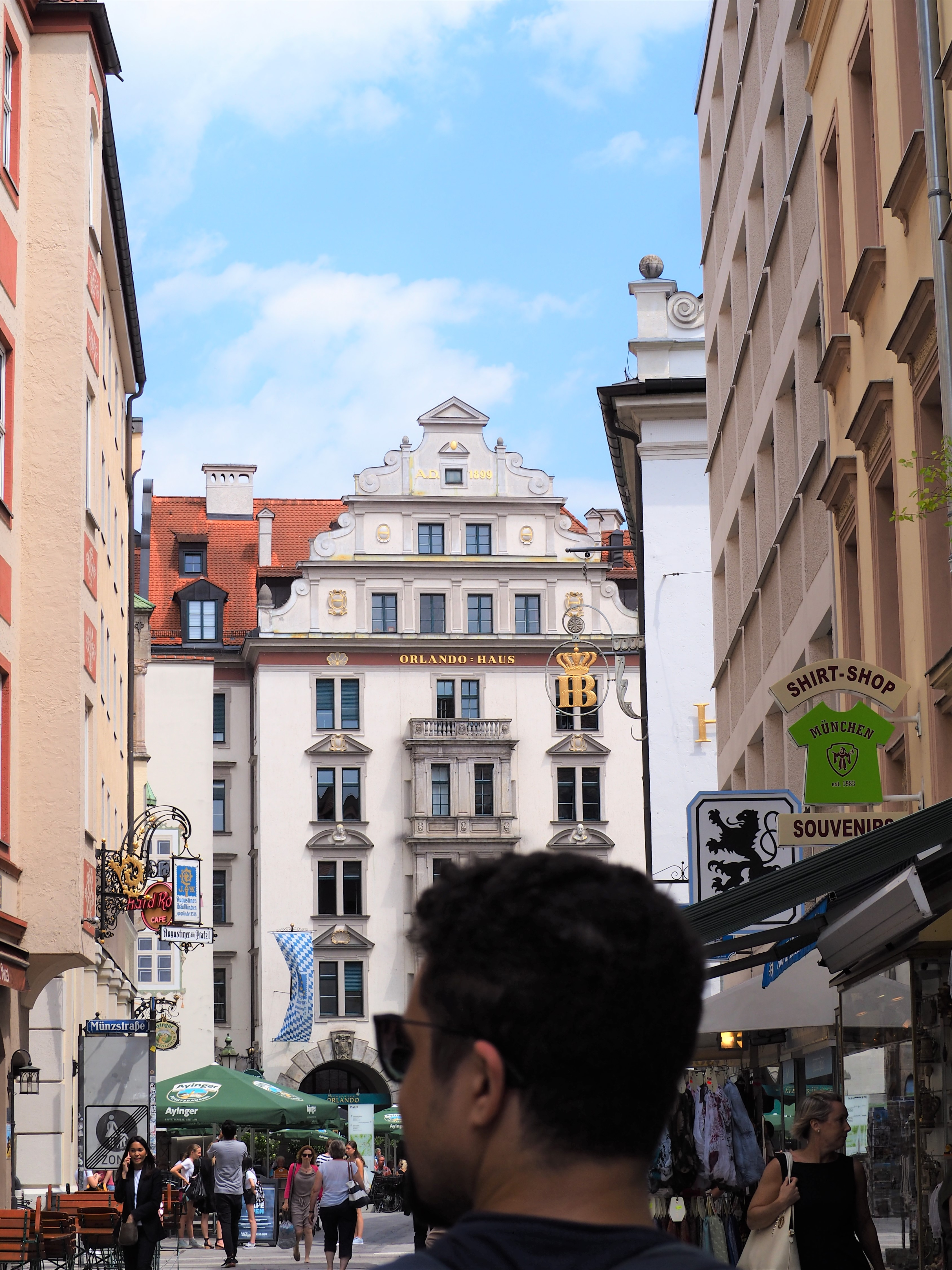 rue-de-munich-brasserie-Hofbrauhaus-biergarten.jpg