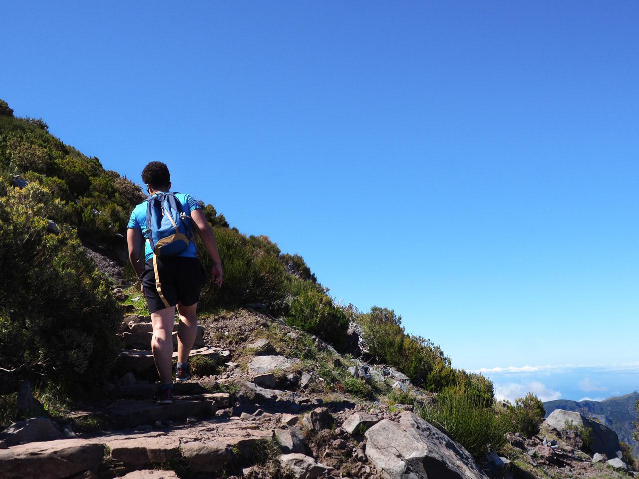 vers le sommet de la randonnée du pico ruivo madère