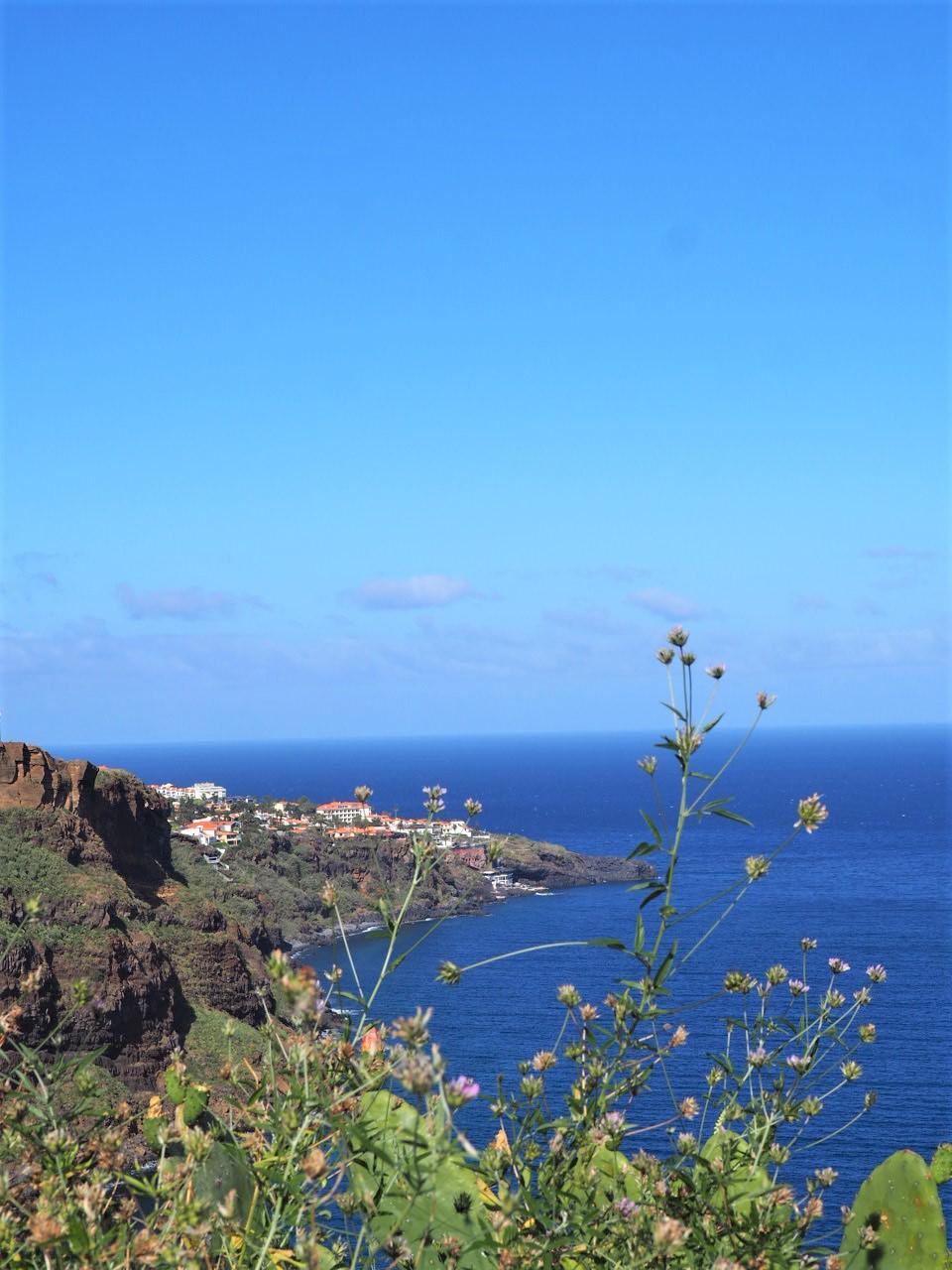 vue-depuis-le-belvedere-du-christ-canico-madere
